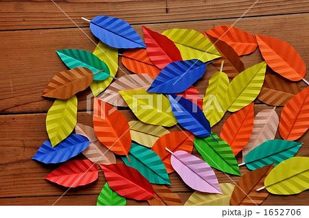 クリスマス 折り紙:折り紙 葉っぱ-pixta.jp