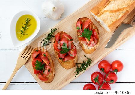 ブルスケッタ おしゃれ 食べ物 フランスパンの写真素材 Pixta